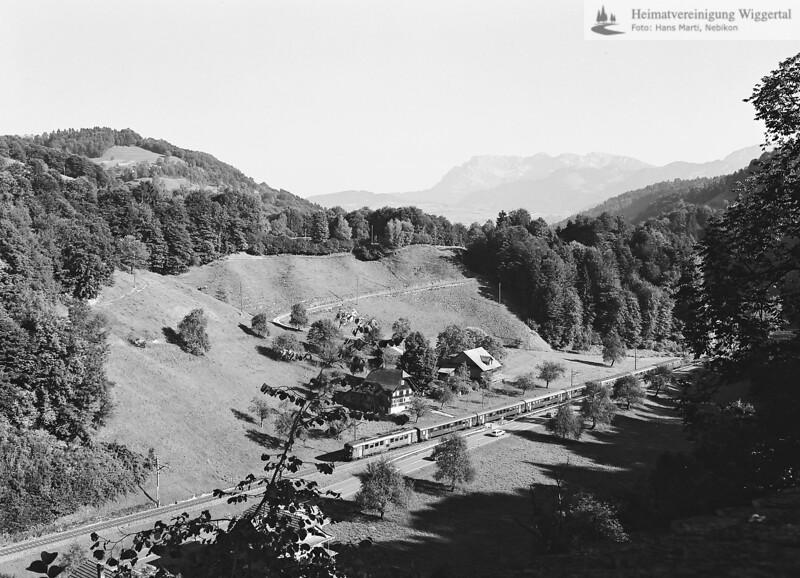 Landschaftsaufnahme mit Eisenbahn