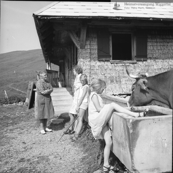 #030051 | Alp Arnibärgli, Sörenberg; links Katharina Vogel-Bieri 1908-1989; anv