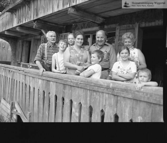 #030050 | Sörenberg; Familie Vogel, Küblisbühlegg; vlnr:; Josef Vogel-Stadelmann; Anton Vogel; Edith Vogel; Rosmarie Vogel-Vogel; Hans Vogel; Jakob Neuhaus; Pia Vogel; Frau Neuhaus; Ruedi Vogel; rvv; vtb