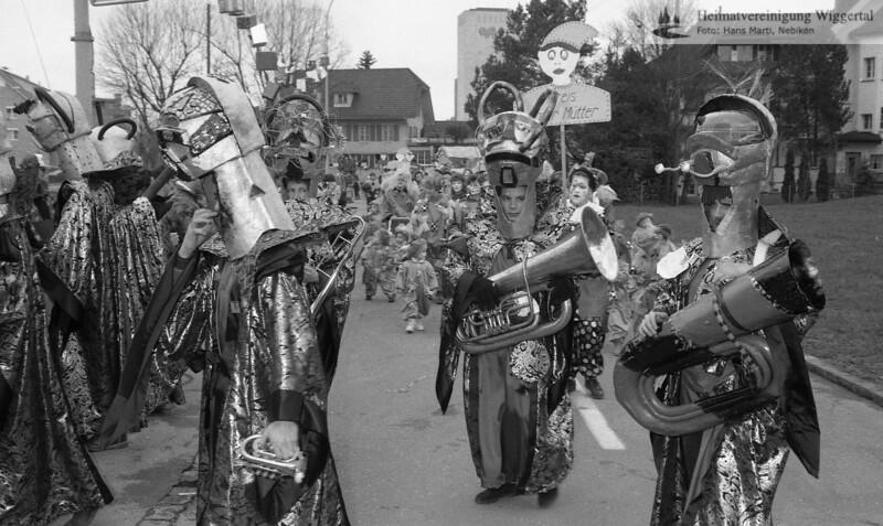 #030217 | 1993; Umzug; Kirchstrasse; WSW; shr