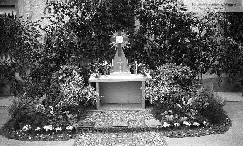 #030261 | Fronleichnam 1975; Prozessionsaltar; MHN; fja