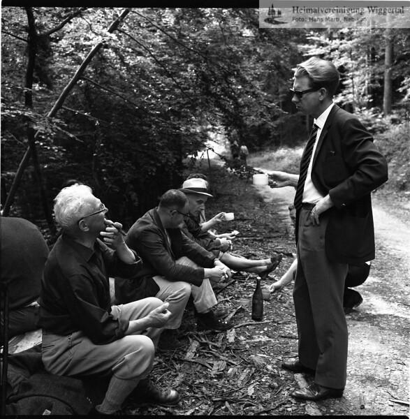 #030430 | Grenzbegehung 1967; vlnr:; Baptist Schlüssel, Briefträger; Wüest Fritz; Otto Petermann, Lehrer (mit Hut); Paul Pfenninger (stehend); hkb; frwü