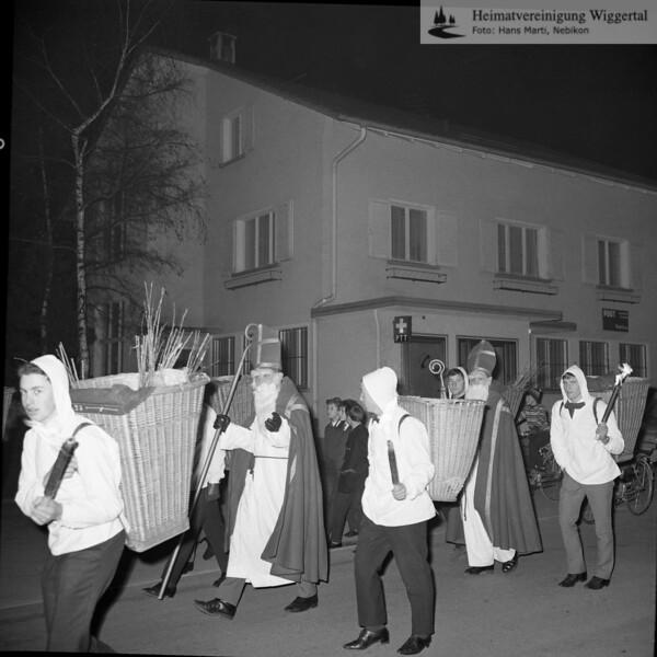 #030582 | Einzug des St. Nikolaus; Bahnhofstasse, Post; WSW; shr