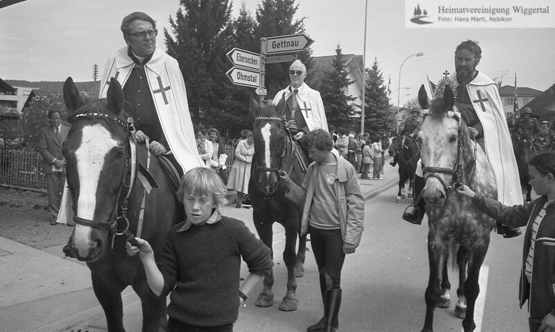 #031088 | Auffahrtsumritt; Strassenkreuzung Feld; ganz links: Pius Sieber, Pfarrer Altishofen Mitte: Franz Huwiler, Pfarrer Nebikon; fja; hebi