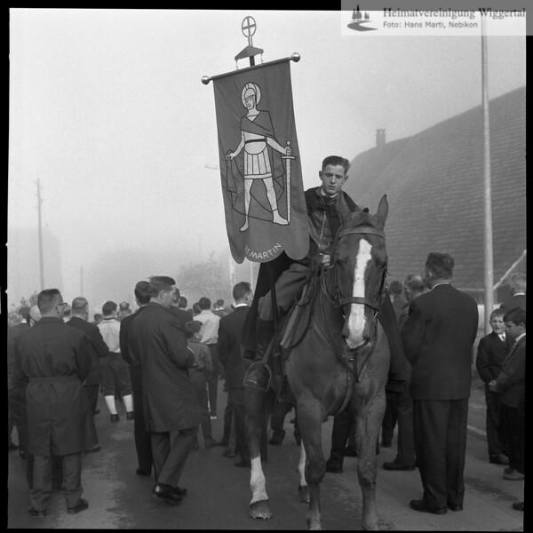 #031152 | ; Auffahrtsumritt; Müsste Schötz sein, da die Fahne den hl. Martin zeigt; urbi