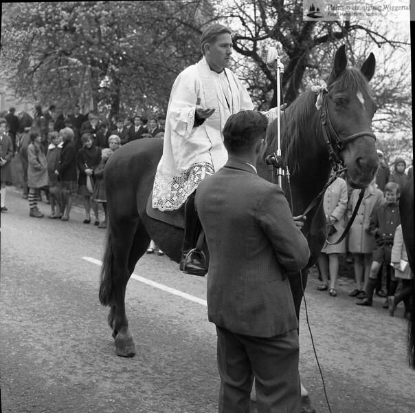 #031231 | Auffahrts-Prediger zu Pferd: Pater Hans Kaufmann (ehemals Wauwil); aho