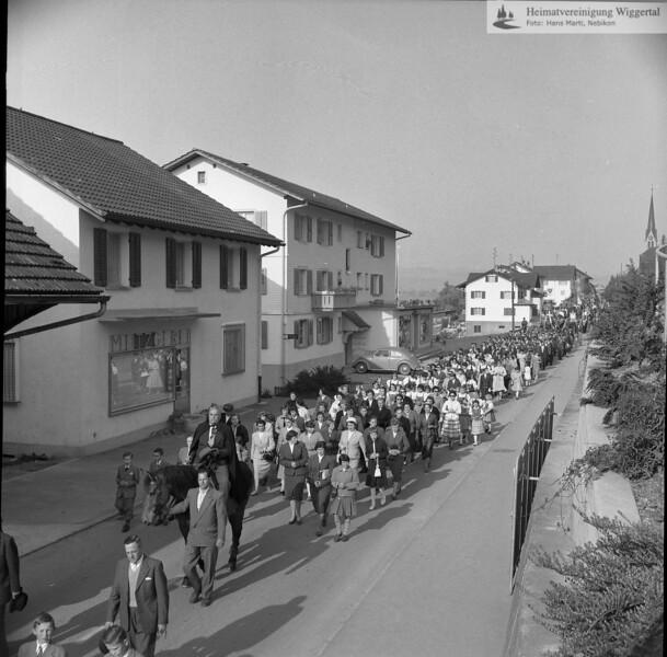 #031244 | Auffahrtsumritt; Hintergrund rechts; Pfarrkirche Egolzwil-Wauwil; hdn; fja