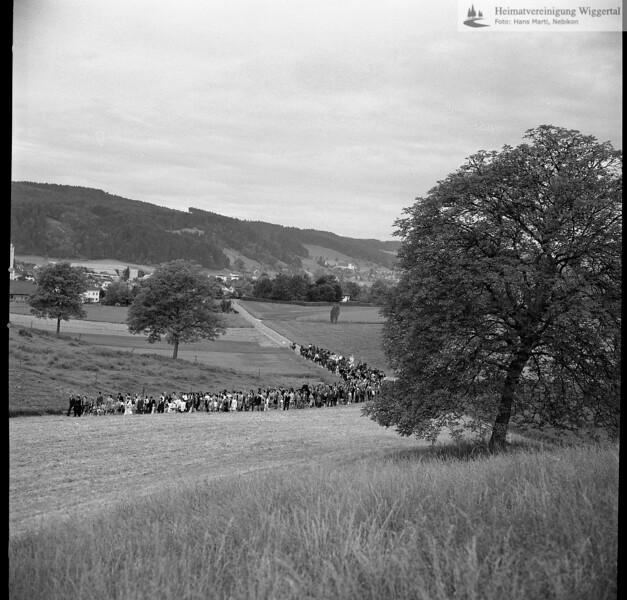 #031242 | Auffahrtsumritt; von Nebikon herkommend; Hintergrund Nebikon und Altishofen; fja