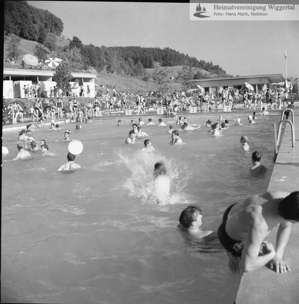 #040095 | Schwimmbad; fja