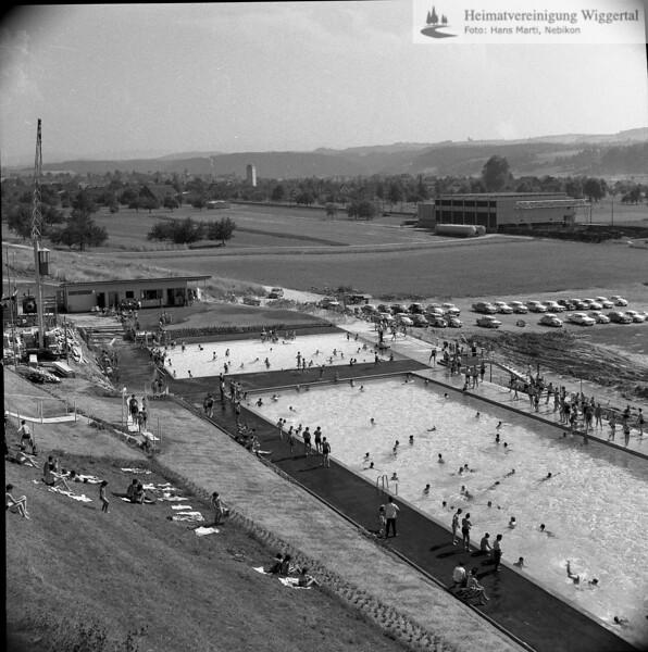 #040145 | Schwimmbad; nach der Eröffnung, ca. 1965 Garderobengebäude im Bau; pewü; fja