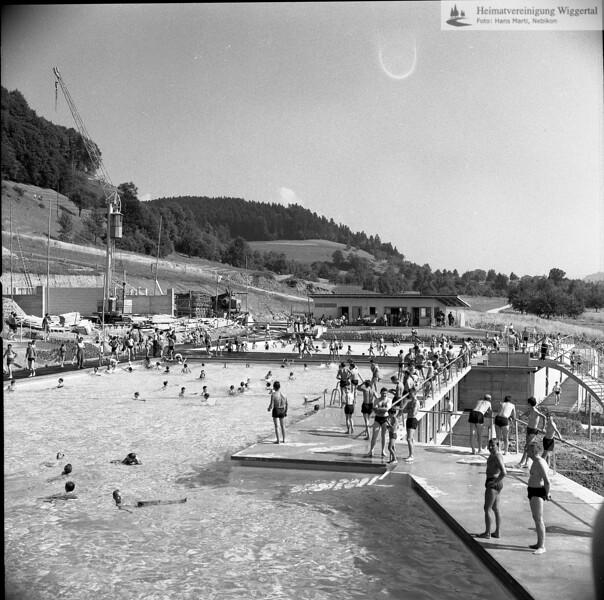 #040142 | Schwimmbad; nach der Eröffnung, ca. 1965 Garderobengebäude im Bau; pewü; fja