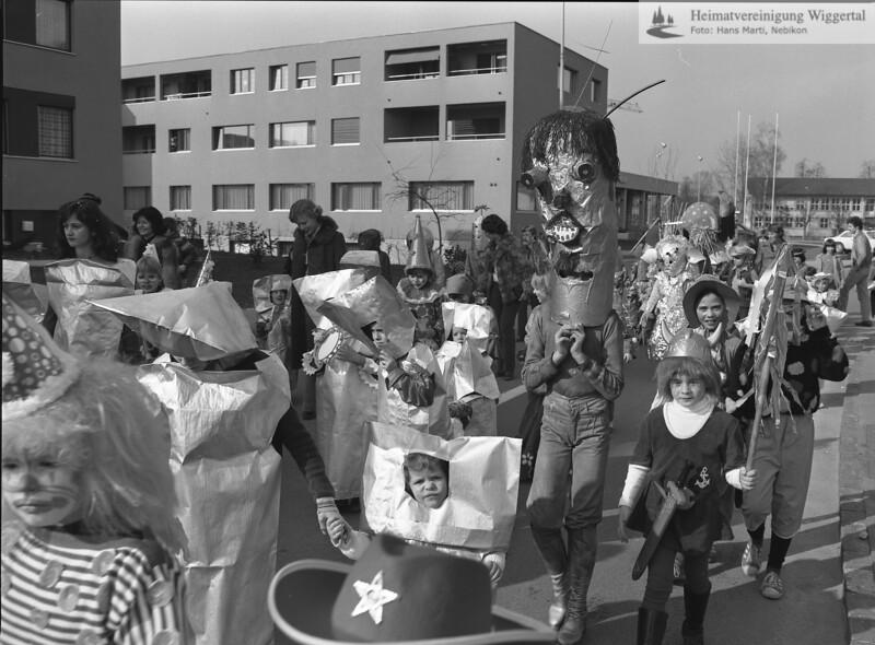 #040735 | Kinderumzug auf der Kirchstrasse; owi