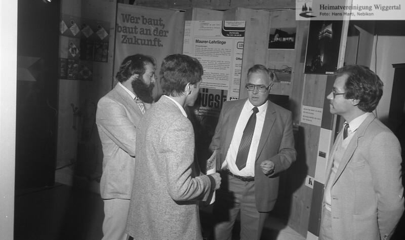 #040968 | Gewerbeausstellung 1983; Fritz Wüest (gegen Kamera gerichtet); er noch?; shr