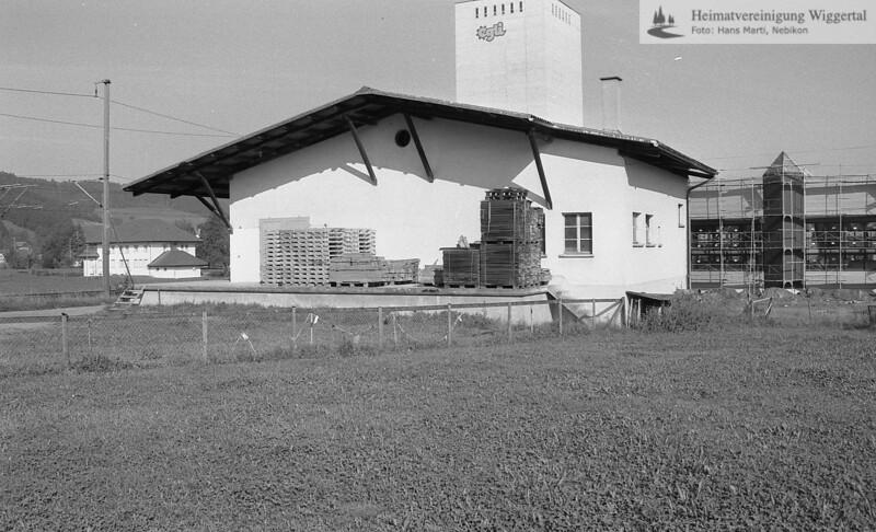 #041056 | Käselager Lütolf, Hingergrund Grob Zahnradfabrik und Egliturm. Musste 1991 der Unterführung weichen..; hebi