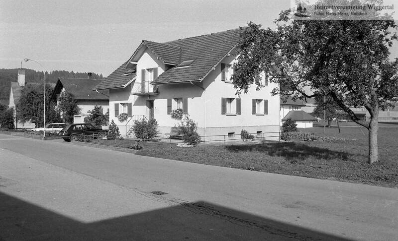 #041058 | von rechts nach links:; Haus Schär; Haus Haas; Kapelle; Schürgasse; rhä