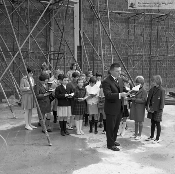 #041321 | wer?; Grundsteinlegung zur neuen Pfarrkirche; Franz Meierhans, Lehrer; MHN; shr