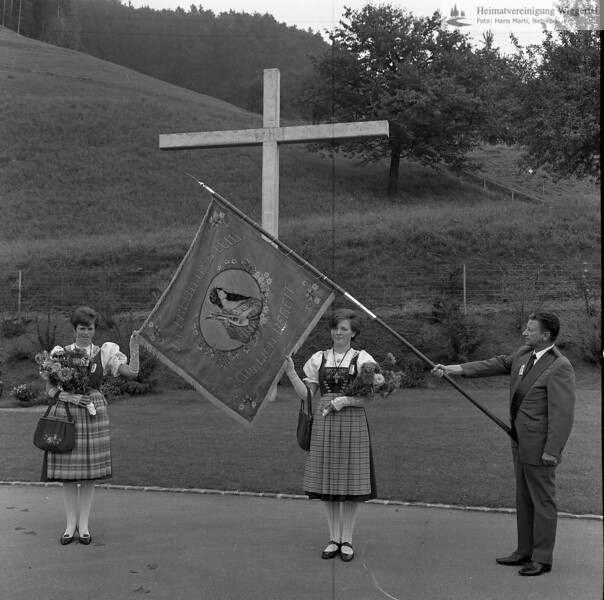 #041481 | ; Friedhof; Fahnenträger, Josef Ineichen, Coiffeurmeister, Nebikon; SHU; msi