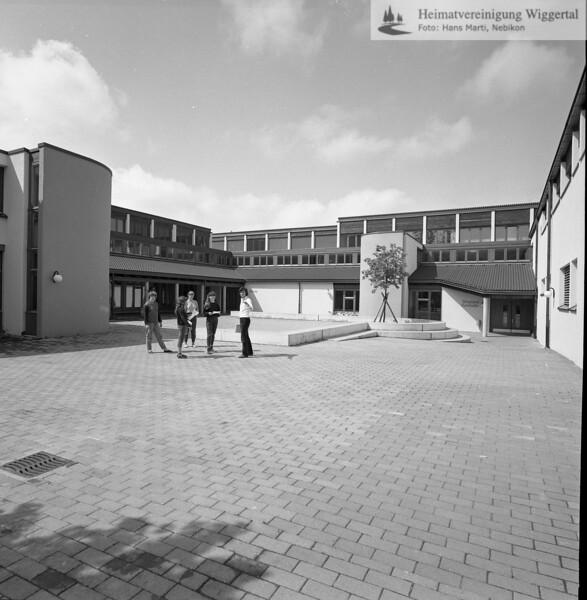 #041602 | Oberstufenschulhaus; Innenhof/Pausenplatz; srs