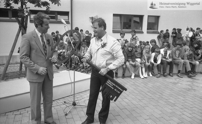 #041650 | Oberstufen-Schulhaus Nebikon, Einweihung 28.5.1983; lks Ruedi Felber; awk; frwü