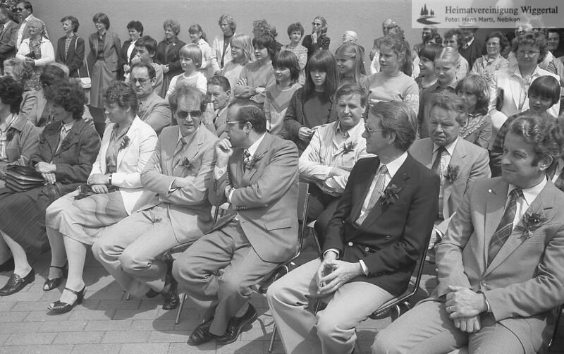 #041644 | Bildmitte 1. Reihe:; Kurt Hodel, Gemeindepräsident Nebikon (mit Sonnenbrille), rechts Dr. Walter Gut, aRR,Paul Pfenniger, Kantonalschul- inspektor, Nebikon (dunkles Veston); rnsn; wikr