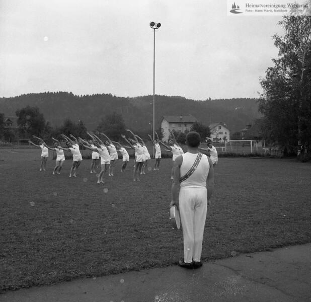 #041712 | Turnverein; 50 Jahre; Freiübungen; fja