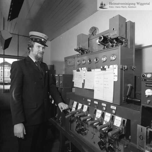 #041700 | Bahnhof; Stellwerk; Max Näf; arro; fja