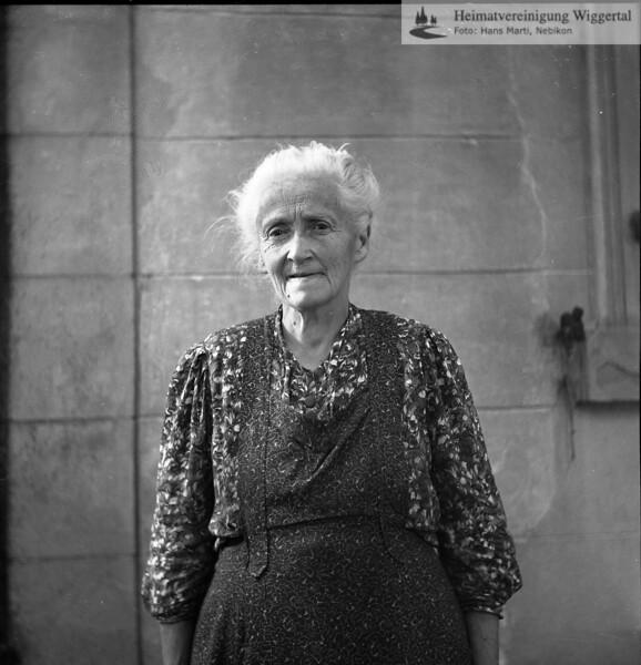 #050288 | Frau Erni-Marti, Bellevue; PBA