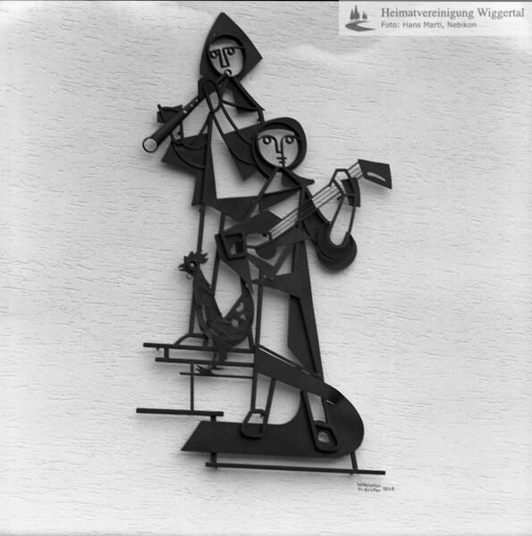 #050543 | Eisenplastik Musikanten Schulhaus Lehn Escholzmatt von Huwiler Willy, Ruswil in Zusammenarbeit mit Kunstschlosser Josef Müller Ruswil; kvh