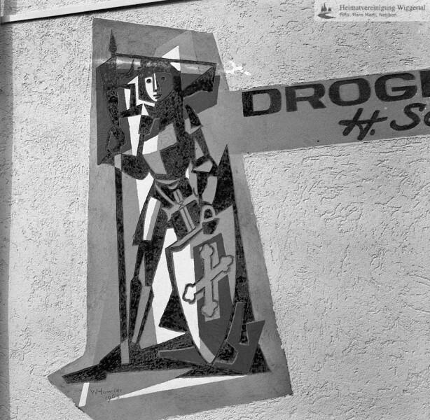 #050570 | Ehemals Drogerie Hans Schärli; heute Drogerie Schuler; Sgraffito Willy Huwiler, 1963; elaf; kvh