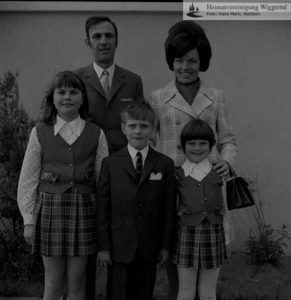 #051012 | Werner und Irene von Arx-Dengler mit Kindern Marlis, Roland und Yvonne, Wauwil; aho