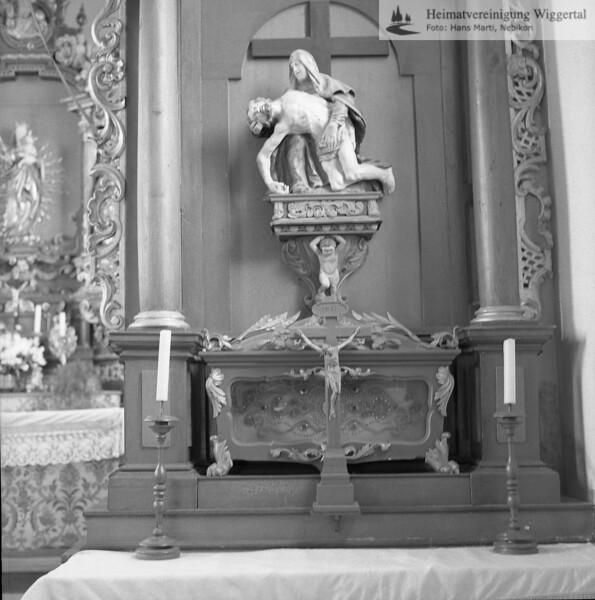 #100063 | Muttergotteskapelle Oberroth; rechter Seitenaltar vor der Renovation 1986; amei; fja