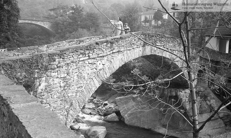 #100085 | Giornico; Steinbrücke an der alten Gotthardstrasse; über den Tessin; MHN; fja