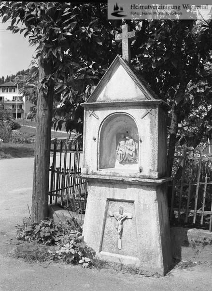#100191   Vor der Verzweigung zur Bachhaldenstrasse; ehemals vor dem Garten beim Restaurant Löwen, heute Zuberhus; bpur