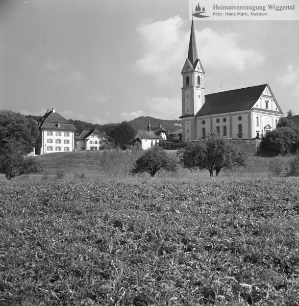 #100443 | Pfarrkirche St. Vinzenz; Hintergrund mitte; die Totenkapelle; Hintergrund links; das Pfarrhaus; elaf