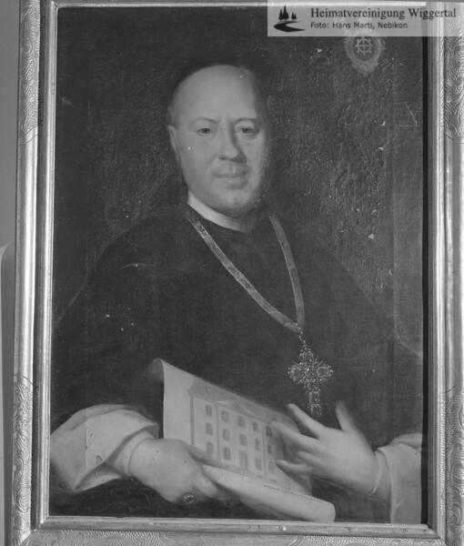 #100438 | Portrait von Abt Augustin Müller, 1751-1768, Kloster St.Urban, das diesen als Bauherrn des Pfarrhauses in Pfaffnau darstellt. In seiner Rechten hält der Prälat den Aufrissplan. Gemalt wurde das Bildnis 1766 vom Nidwaldner Johann Melchior Wyrsch. Es hängt im Pfarrhaus Pfaffnau; elaf