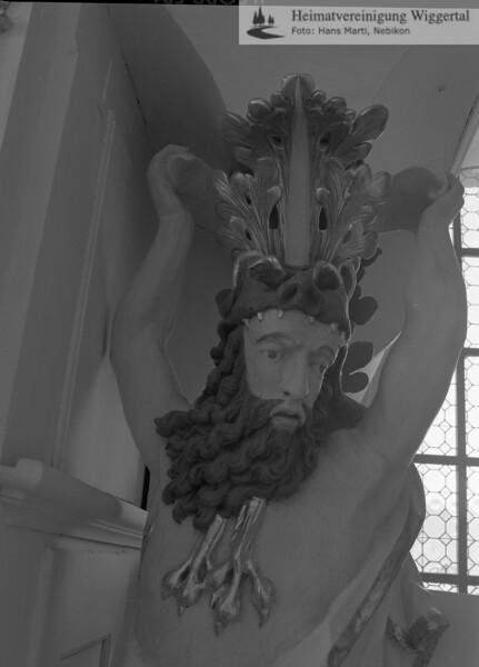#100557 | Klosterkirche; Ausschnitt des überlebensgrossen, gehäusetragenden Atlanten; an der Nordseite der Orgel; elaf