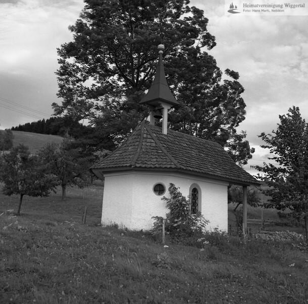#100599 | Mariahilfkapelle beim Berghof; Ludliger Chäppeli genannt; Die erste Kapelle an diesem Ort trug die Jahrzahl 1685; Wiedereinweihung im jahre 1887; Sie ist der Mutter Gottes geweiht; elaf