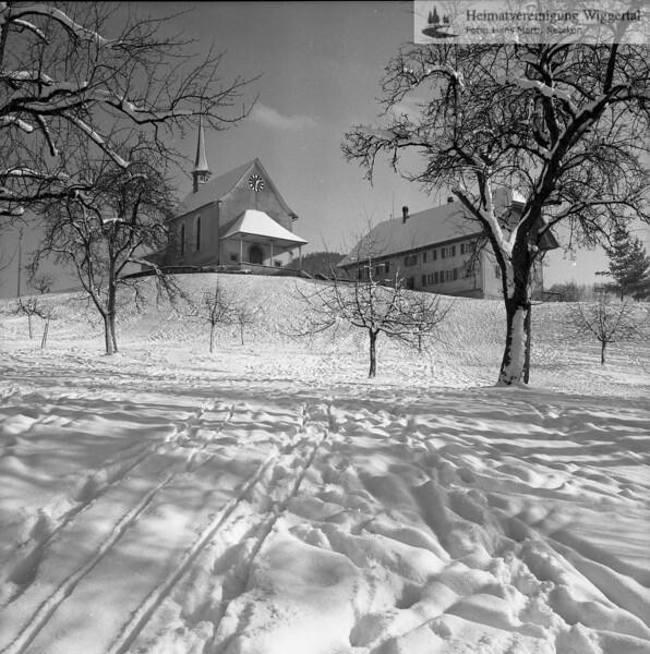 #110079 | Kapellenhügel mit Antoniuskapelle; rechts; altes Schulhaus; Blick vom Ausserdorf 15 aus; elaf