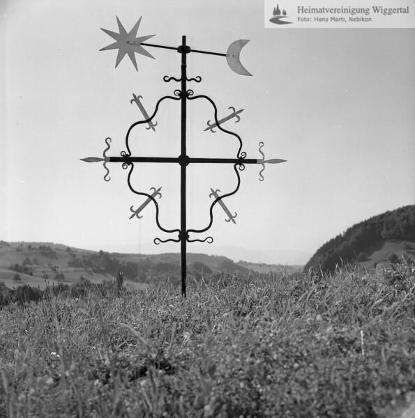 #110061 | Kreuz mit Wetterfahne; wo?; fa