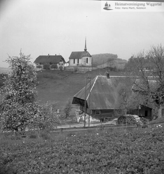 #110077 | Kapellenhügel mit Antoniuskapelle; links; altes Schulhaus; Vordergrund; Hiltbrunnen (heute Mehrzweckanlage); elaf; fja