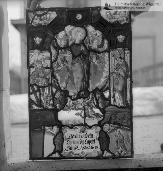 #110123 | Wappenscheibe; Decan und ein Ehrwürdig Capitel; Sursee.ANNO.1618; fja