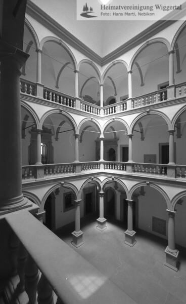 #140029 | Ritterscher Palast; Säulenhalle; Innenhof des ehemaligen Jesuitenkollegs; Heute Regierungsgebäude; niks; fja