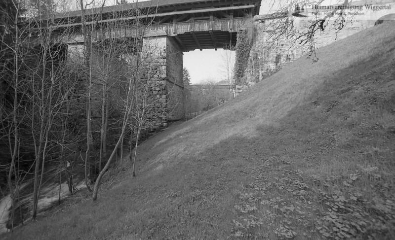 #140131 | gedeckte Holzbrücke über den Rotbach; niks