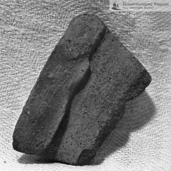 #160624 | Burgstelle Salbüel; Ausgrabung 1982; Fundobjekt: Fragment eines Kochtopfes; fwk