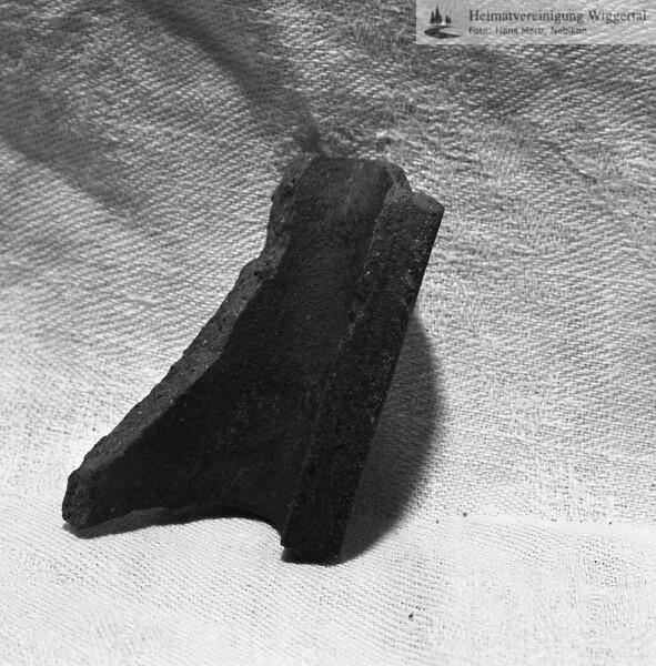 #160625 | Burgstelle Salbüel; Ausgrabung 1982; Fundobjekt: Fragment eines Kochtopfes; fwk