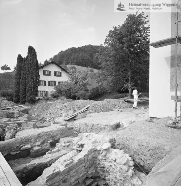 #160725 | Grabungen vor dem Kirchturm; Hintergrund; Pfarrhof; PBA