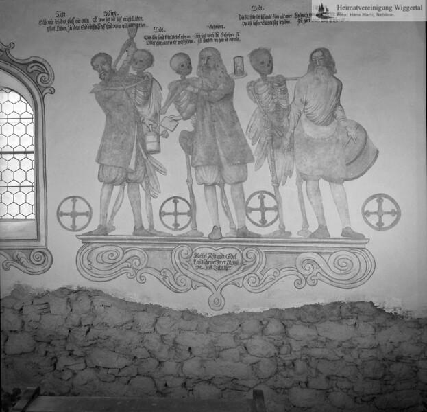 #170012 | Totentanz; Beinhaus von Hasle 1574 - Totentanz von Joh. Jakob Fleischlin 1667 Figuren: Wirt - Schreiber - Müller restauriert von Huwiler Willy 1961-62; kvh