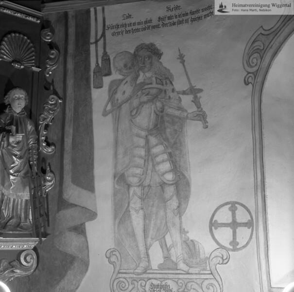 #170007 | Totentanz; Beinhaus in Hasle 1574 Wandbild von Joh. Jakob Fleischlin 1667 der Kaiser restauriert von Huwiler Willy 1961 -62; Inschrift:; Todt; Fürcht euch nit ab min gstalt; Ergrif den Zebter und de gwalt; Keiser; Hilf mier in iel min starkke wacht; Der Todt sunst als znichte macht; fja; kvh