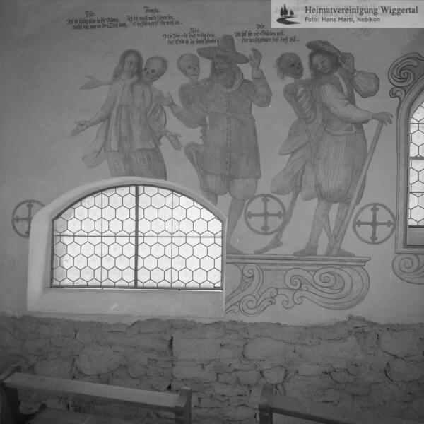 #170013 | Totentanz; Beinhaus in Hasle 1574 Totentanz von Johann - Jakob Fleischlin 1667 Figuren: Jüngling - Bauer - Aelpler restauriert von Huwiler Willy 1961 - 62; kvh