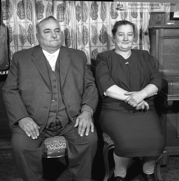 #170053 | Ehepaar; wer?